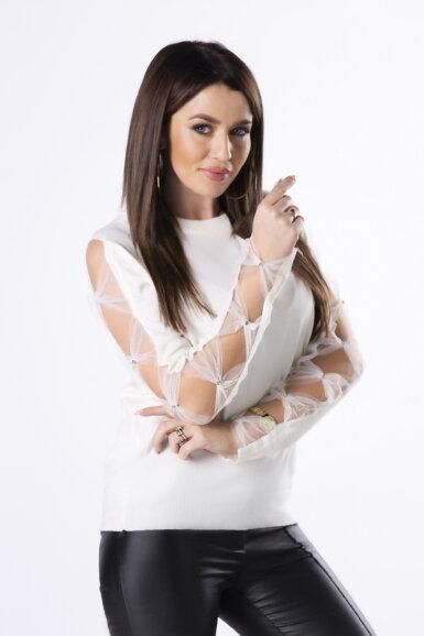 bel-pulover-s-tančico-na-rokavih