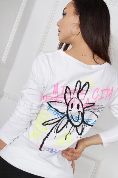 majica-bela-s-hrbtno-graficno-aplikacijo