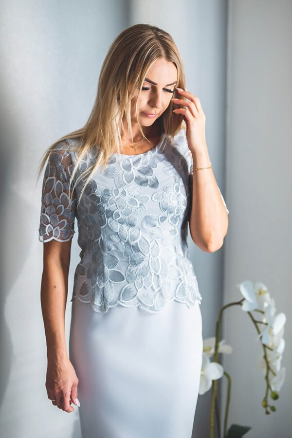 obleka-svečana-svetlo-modra-čipka