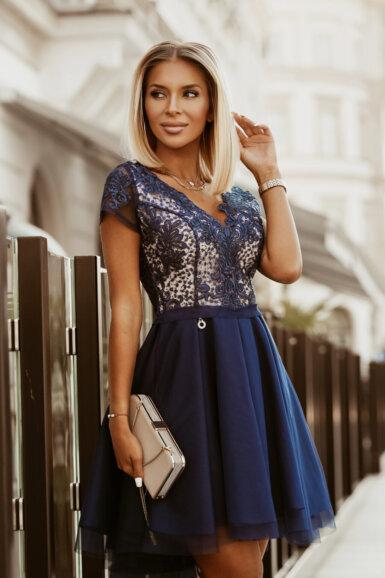 svečana-obleka-čipka-in-til-temno-modra