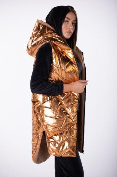 dolgi-brezrokavnik-metalni-izgled-s-kapuco-zlat
