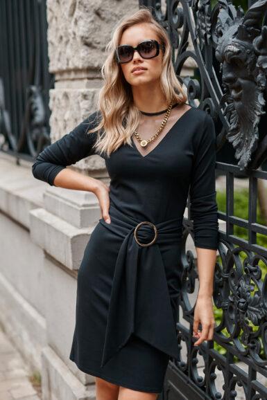 ozka-črna-obleka-s-til-v-izrezom