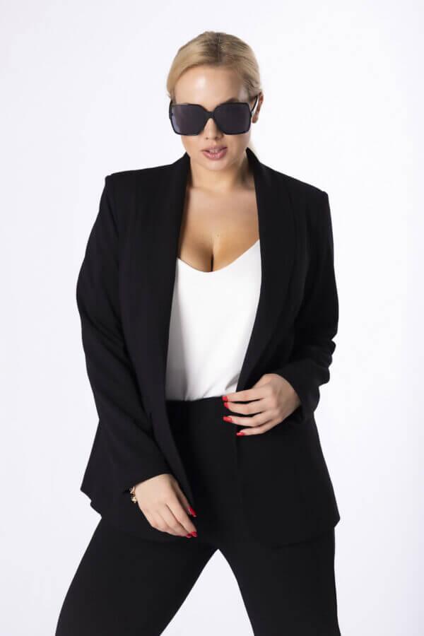 komplet-hlače-in-blazer-jopič-črna-barva