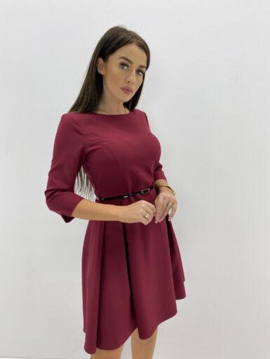 obleka-z-gubami-in-paščkom-bordo-rdeča