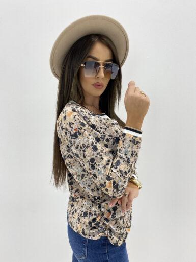 majica-bluza-z-detajli-v-izrez-9