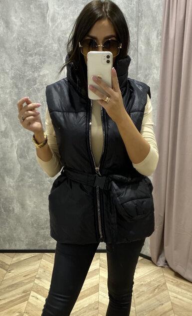 krajši-brezrokavnik-s-pasom-in-torbic-črn